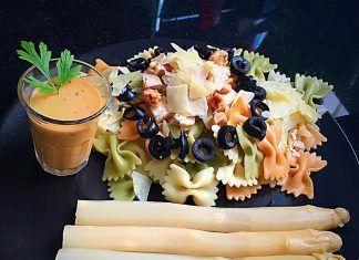 como hacer Ensalada de pasta de verduras con pollo y parmesano con Espárragos blancos receta