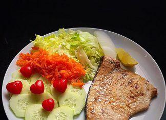 como hacer Pez espada con ensalada variada receta