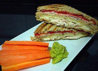 como hacer Sándwich de pan multicereales con pollo desmechado receta