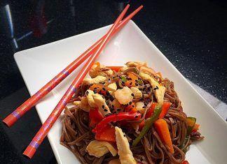 como hacer Soba noodles con pollo y verduras receta