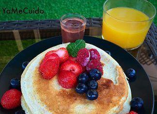 como hacer Tortitas (Pancakes) con chocolate y frutas del bosque FIT receta