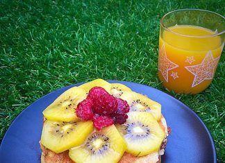 como hacer Tortitas (Pancakes) de plátano con kiwi y frambuesas receta